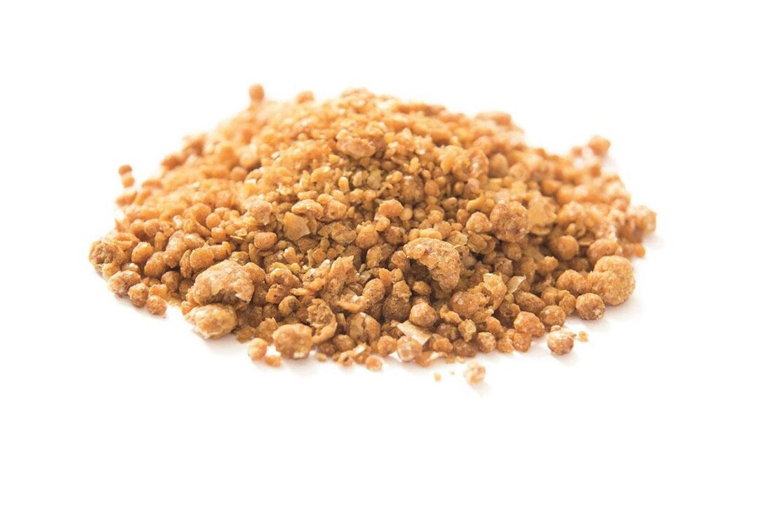 Los granos secos de destilería con solubles son un excelente alimento para pollos y ponedoras. Foto: Peter Junghinel