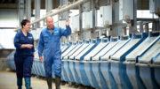 Los científicos miden las emisiones de metano en comederos especiales. Foto: Universidad e Investigación de Wageningen