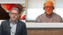 El Dr. Mark Giesemann (derecha) conectado directamente al estudio. Foto: Webcast de la empresa
