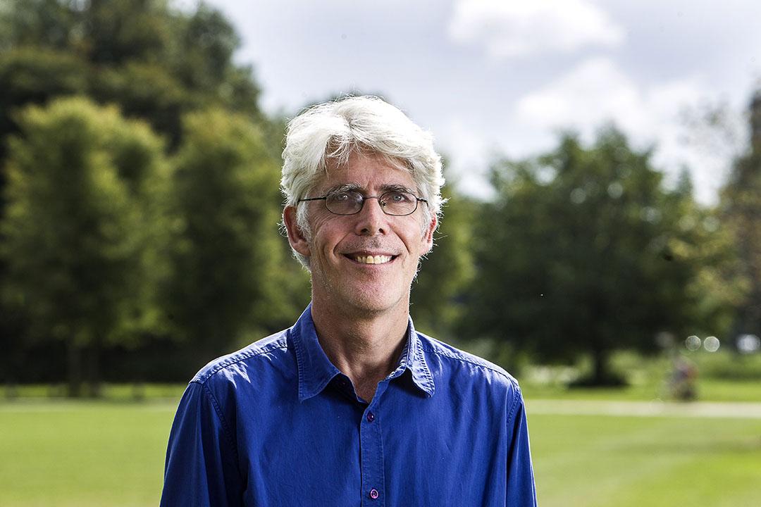 El coordinador de Trees for Cows, Van Slobbe, sabe que los árboles son esenciales para el bienestar de las vacas. Foto: Ronald Hissink