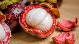 Se ha aislado una nueva cepa de levadura de la exótica fruta del mangostán. Foto: MaxPixel